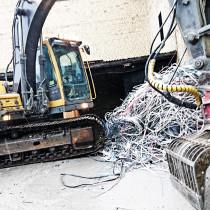 Stora kabelhärvor har tagits ut i samband med lättrivningen i Älvsjö Stockholm Delete