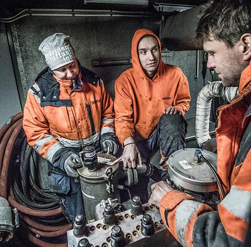 Joel instruerar Mathias och Jörn Delete Sölvesborg